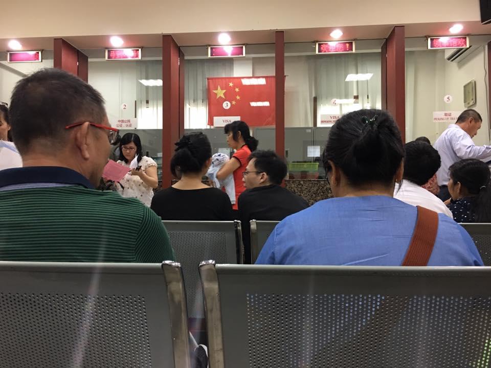 Ngồi chờ tới số nộp hồ sơ xin visa hong kong